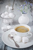 Coffee and marshmallows — Stock Photo