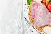 Kawałek surowego mięsa — Zdjęcie stockowe
