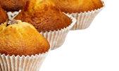 Muffins fraîchement cuits isolés sur fond blanc — Photo