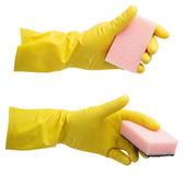 Gelber handschuh mit einem schwamm isoliert auf weiss — Stockfoto