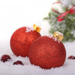 deux boules de Noël rouges — Photo