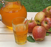 Bardak elma suyu — Stok fotoğraf