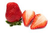 Färska jordgubbar på vit bakgrund — Stockfoto