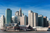 View of South Street Seaport and Pier 17 in Lower Manhattan — Stock Photo