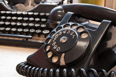 Vintage phone and typewriter — Stock Photo