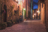 The small medieval village at night, Pienza, Italy — Stock Photo