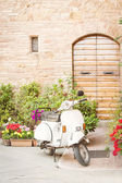 One of the most popular transport in Italy, vintage Vespa — 图库照片
