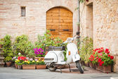 One of the most popular transport in Italy, vintage Vespa — ストック写真