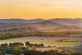 The rising sun over the Tuscan fields — Stock fotografie