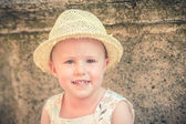 Laughing gorgeous and beautiful little girl in a straw hat — Foto de Stock