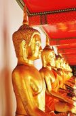 Gold Buddha images in Thai temple — Foto Stock