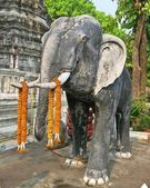 Old elephant statue in Buddhist temple — Foto Stock