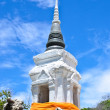 White pagoda & Buddha statue on blue sky — 图库照片