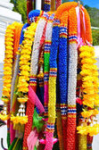 Artificial garlands are used to worship the sacred in Thailand. — Foto de Stock