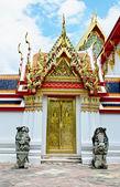 Thai temple door sculpture  — Stock Photo