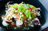 Salade de calmars épicés thaïlandais — Photo