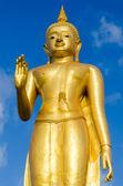 Statyn stående buddha — Stockfoto