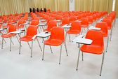 Empty classroom and orange chairs — 图库照片