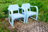 Blue wooden lawn chairs — Stock fotografie