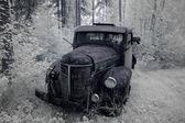 Alten verrosteten lastwagen — Stockfoto