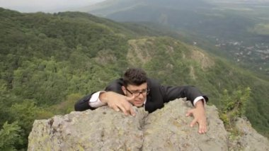 Business Risk for Success Businessman Hanging from Cliff — Stock Video