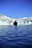 Eisberg mit lava geschichtet — Stockfoto