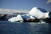 Blue and white icebergs — Stock Photo