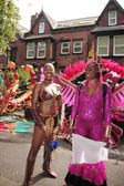 Twee vrouwen verkleed voor de parade — Stockfoto