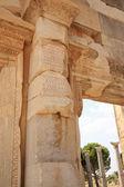Inskriptioner på kolumnerna i efesus — Stockfoto