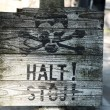 Old wooden halt sign, Auschwitz — Stock Photo