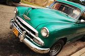 Viejo coche cubana verde — Foto de Stock