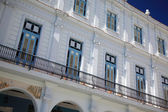 White building with balconies Cuba — Stock Photo