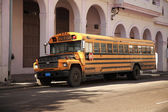 Old yellow school bus Havana — Stock Photo