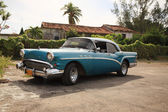 Old Buick car in Cuba — Stockfoto