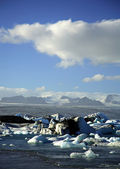 Icebergs with the glacier in the distance — Stock Photo