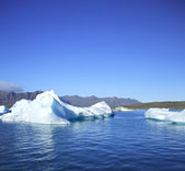 Icebergs against the mountains — Stock Photo