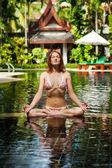 медитации. женщина делает йога — Стоковое фото