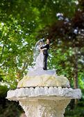 Dolls on wedding cake — Stock Photo