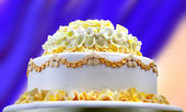 Wedding cake with yellow flowers — Stock Photo