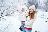 Family in winter forest — Stock Photo