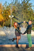 Young couple standing near fountain — Foto Stock