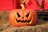 Halloween pumpkins on hay — Stock fotografie