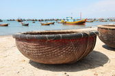 Traditional Vietnamese boat in the basket shaped , Mui Ne, Vietnam — Stock Photo