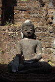 Ancient Buddha and stupa — Photo