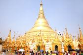 YANGON, MYANMAR - FEB 27: Shwedagon Pagoda's 2,600th annivesary.Monday, 27 February 2012, Yagon, Myanmar — Stock Photo
