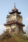 Nanmyin watchtower in Inwa ancient city, Mandalay Myanmar — Foto de Stock