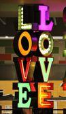 Neon word love — 图库照片
