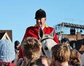 Huntsman gotowy do polowania fox na koniu — Zdjęcie stockowe