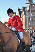 Huntsman připravena k honu na lišku na koni — Stock fotografie