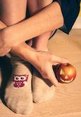 Woman with apple jack o lantern, vintage — 图库照片